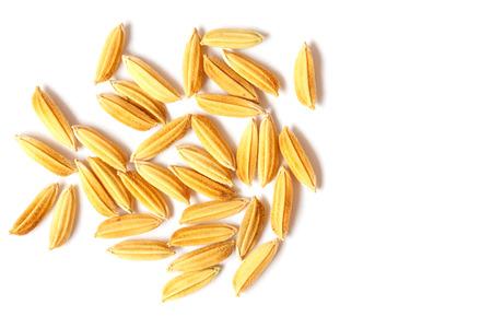 arroz blanco: granos de arroz aislados en fondo blanco Foto de archivo
