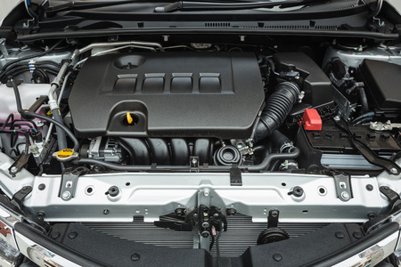 新しい車のエンジンの詳細を閉じる 写真素材