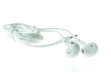 mobile headsets: Cierre de auriculares para m�vil de color blanco sobre fondo blanco