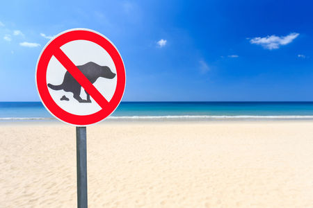 durty: Round no dog pooping sign on the beach Stock Photo