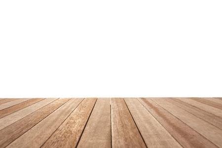 Lege top van de houten tafel of teller op een witte achtergrond. Voor product-display