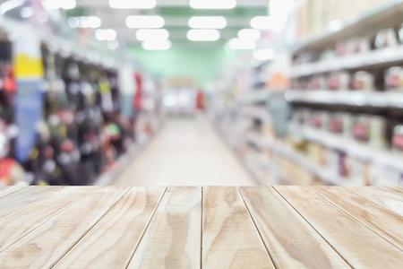 Leeg houten tafel en onscherpe achtergrond bokeh. Voor product-display