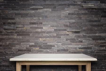 天然石テーブル、石の壁の背景の空の上。商品の展示 写真素材 - 47639320