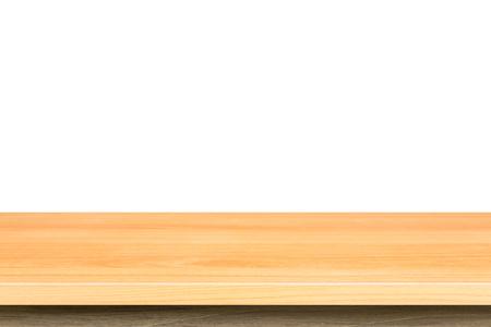 tabla de madera: Superior vac�a de la tabla de madera o de venta libre aislada en el fondo blanco. Para la exhibici�n de productos Foto de archivo