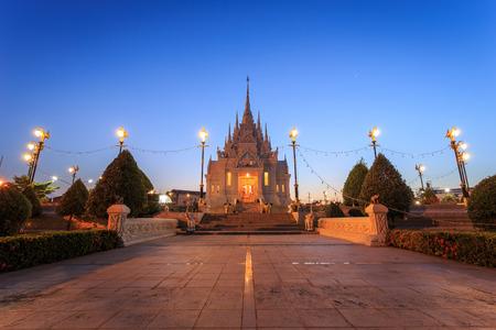 thani: SURAT THANI, THAILAND - JANUARY 2 : The City Pillar Shrine of Surat Thani province on January , 2016 in Surat Thani, Thailand. Surat Thani is province in southern of Thailand