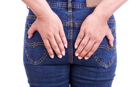 Close-up van de vrouw hand houden van de achterzijde: Concept aambeien Stockfoto