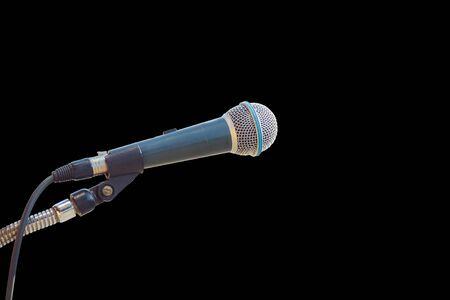 microfono antiguo: Cierre de micr�fono viejo aislado en el fondo negro. Foto de archivo
