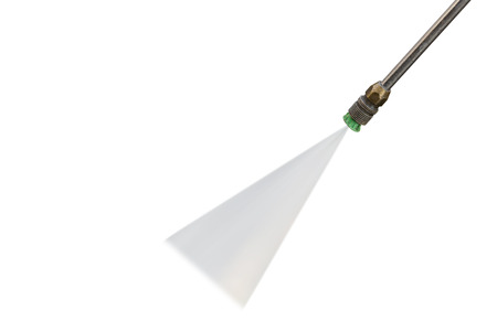 Odkryty czyszczenia podłogi strumieniem pod wysokim ciśnieniem wody samodzielnie na białym tle. Zapisane z wycinek ścieżki