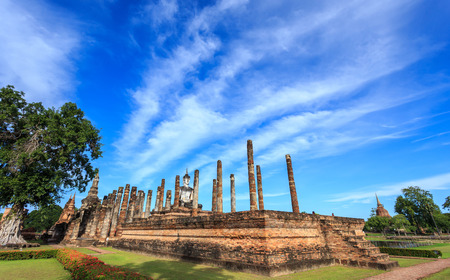 Sukhothai Historical Park at day time, Sukhothai province. Located in a beautiful setting of lawns, lakes and trees in north-central of Thailand Banque d'images