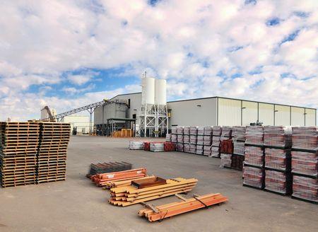 bedrijfshal: Concrete Industrial Building fabriek Stockfoto