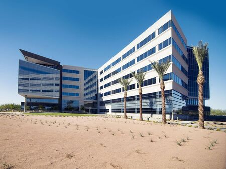 edificio industrial: Gran edificio de oficinas comerciales Foto de archivo