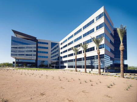 Grote commerciële kantoorgebouw Stockfoto