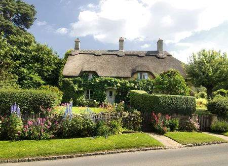 english countryside: Beautiful rural cottage with thatched roof in the Cotsworld countryside of England