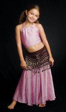 벨리 댄스 의상을 입은 예쁜 아가씨