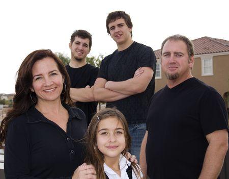 middle class: Disparo de feliz positivo familia numerosa