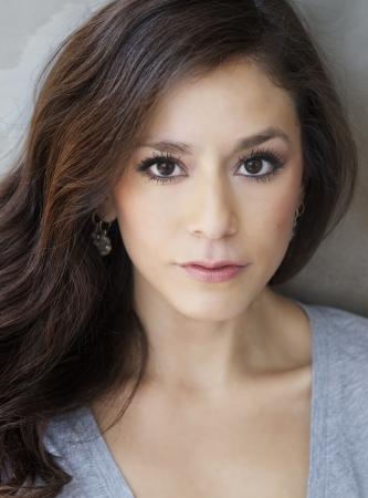 cabello casta�o claro: Retrato de la belleza de la mujer joven hermosa Foto de archivo