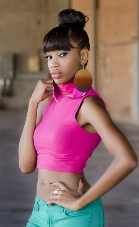 american african: Bellissimo modello americano africano in posa stile di moda