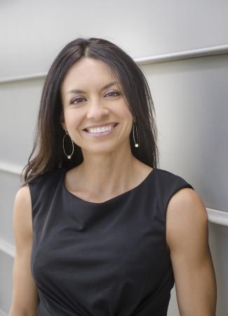 Portret van een gelukkig lachende mooie zakenvrouw Stockfoto