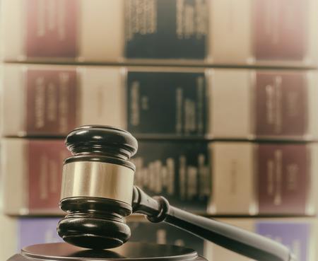 Juridische wet concept afbeelding hamer boeken