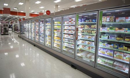refrigerador: Target Corporation es una empresa de venta al por menor americana fundada en 1902 Editorial