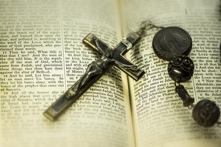 kruzifix: Bibel Kruzifix Kreuz Lizenzfreie Bilder