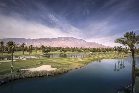 palmier: Belle vue de paysage de Palm Springs et Chino Canyon sur une chaude journée d'été. Banque d'images