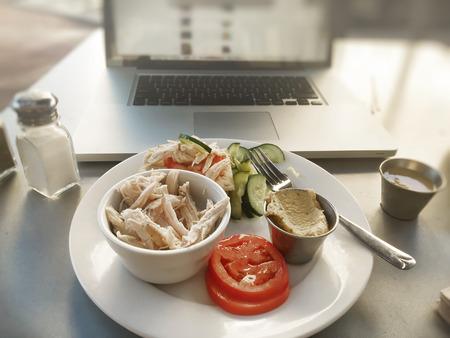 snack time: Healthy work lunch break