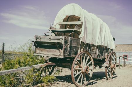 carreta madera: carro del oeste salvaje - Sur Oeste americano veces vaquero concepto