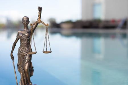 orden judicial: imagen Concepto legal ley. Escalas de justicia Foto de archivo