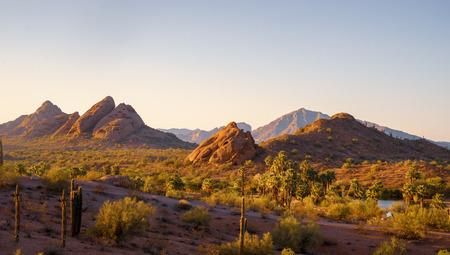 Camelback Mountain vu de Papago Park Phoenix Arizona