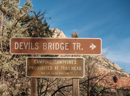 Devil's Bridge Trail, sign,Sedona, Arizona Imagens - 115912202