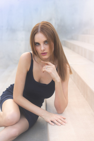 Beautiful red head model, classic model features, gorgeous blues eyes. Imagens - 115272640