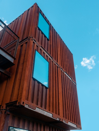 Shipping containers sustainable architecture design with window used as home. Imagens - 121101267