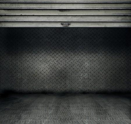 puertas viejas: Metal threadplate habitaci�n con puertas de acero inoxidable enrollado