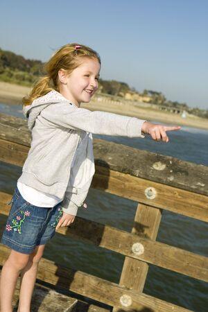 해변에서 아름다운 아가씨 스톡 콘텐츠