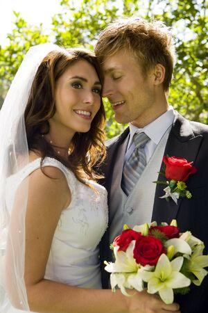 幸せな新郎新婦の結婚式の日