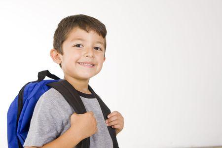 Little Boy mit seinem Buch-Tasche