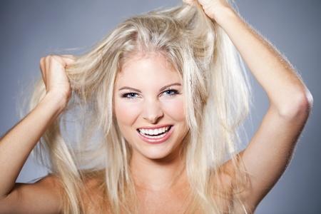 Schöne Frau mit einem Bad Hair Day Lizenzfreie Bilder
