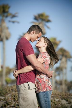 Loving paar op het strand