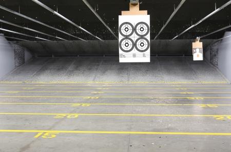 Righe di destinazione presso un poligono di tiro