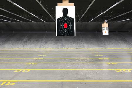 filas de destino en un campo de tiro de interior