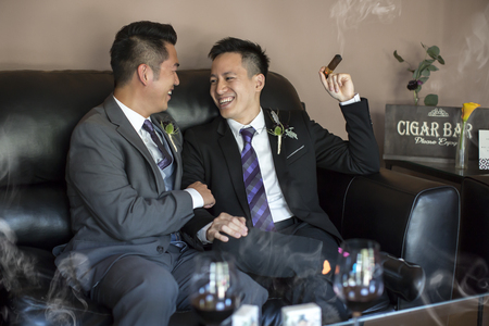 Gay couple on their wedding day Banque d'images