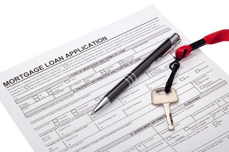 home loans: Chiave di casa con la richiesta di prestito ipotecario Archivio Fotografico