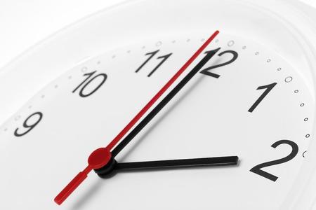 시계 얼굴 흰색 배경에 비즈니스 작업 시간을 보여주는