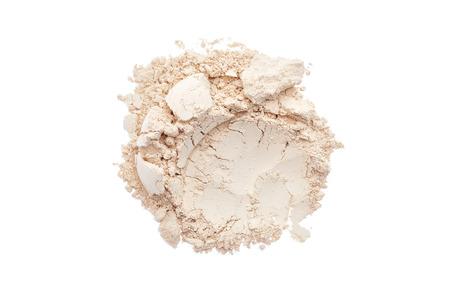 Maquillage poudre isolé sur blanc