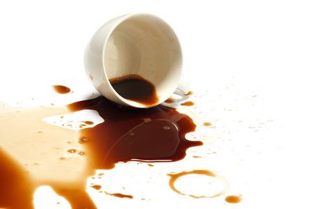 tazas de cafe: derrame de caf� accidente mancha gota fondo blanco