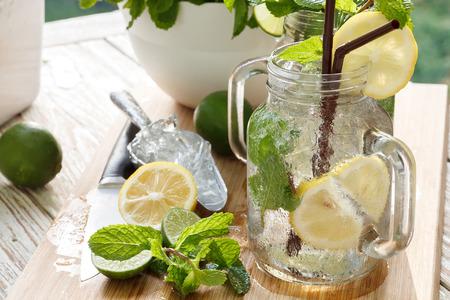 라임 레몬 소다 민트, 로즈마리 신선한 음료 여름 다과