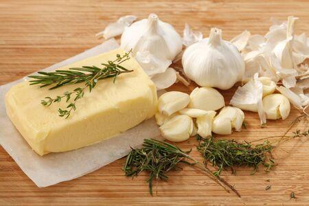 comida italiana: compound butter ingredients herb thyme rosemary garlic fresh homemade italian food tasty