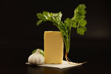 comida italiana: compound butter ingredients herb coriander garlic lemon fresh homemade italian food tasty