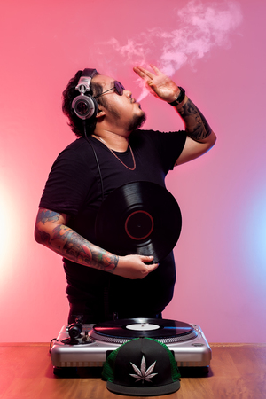 chill out: dj tatoo fat guy entertainment open chill out music disc jockey vinyl sound lifestyle nightlife weed Stock Photo